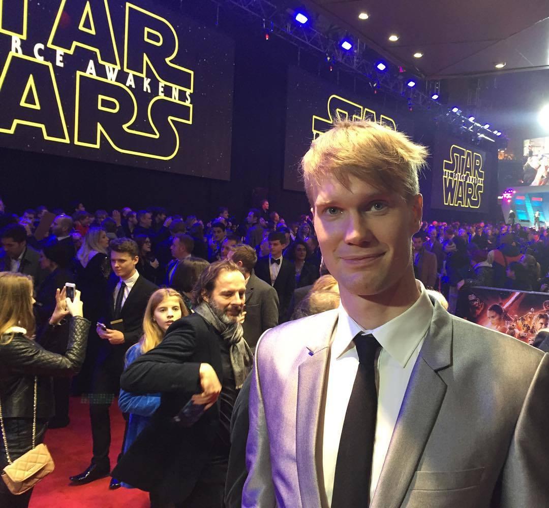 Joonas Suotamo en la premier Star Wars: the force awankens