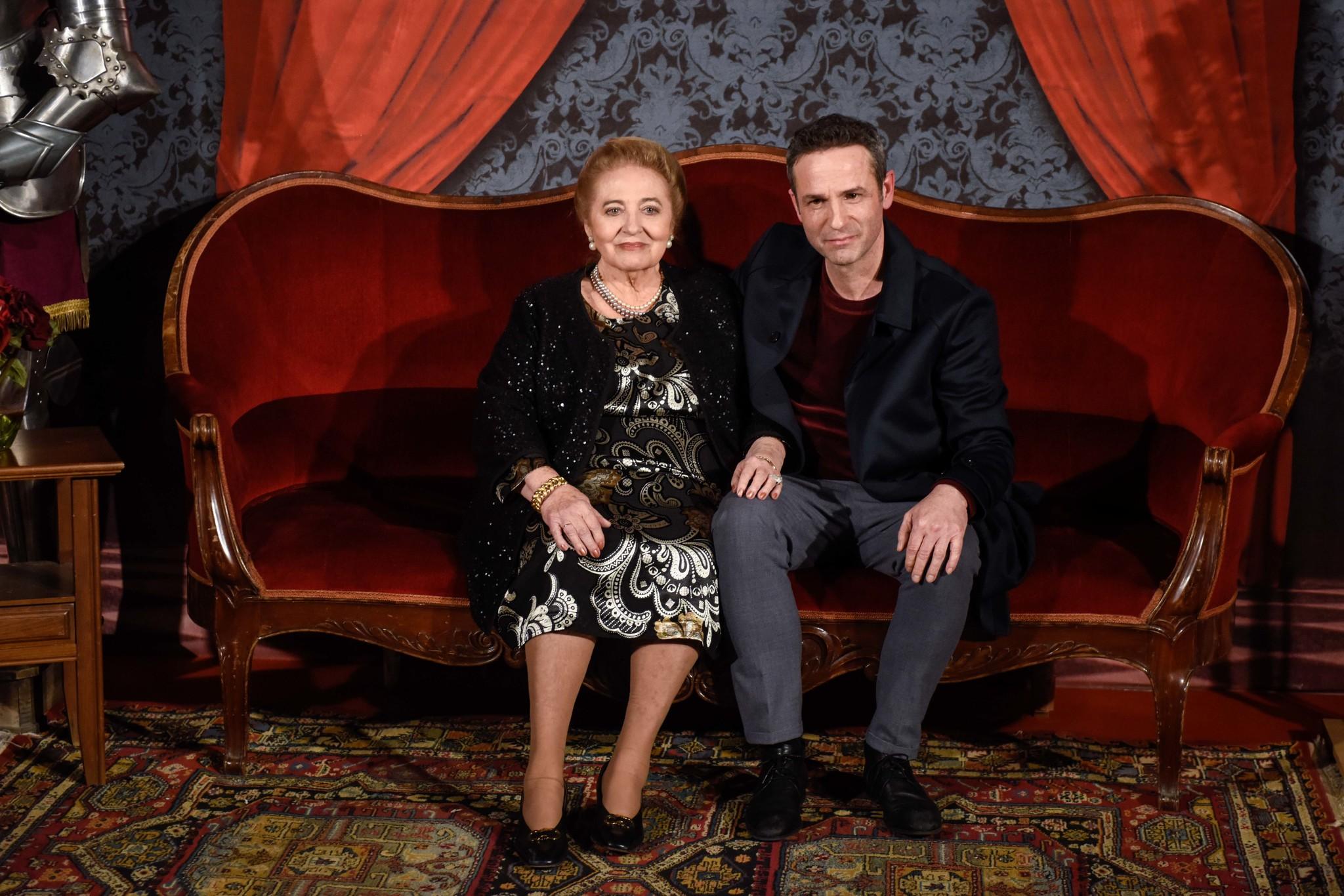 """Gustavo Salmerón junto a su madre Julita, protagonista de """"Muchos..."""
