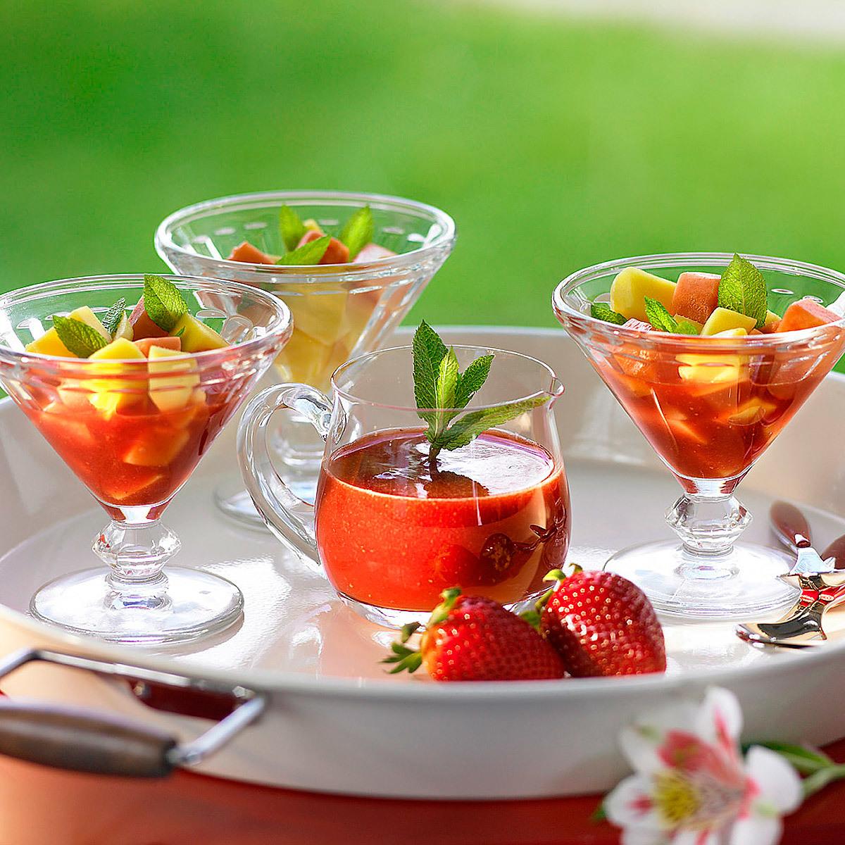 Copa de mango con coulis de fresa