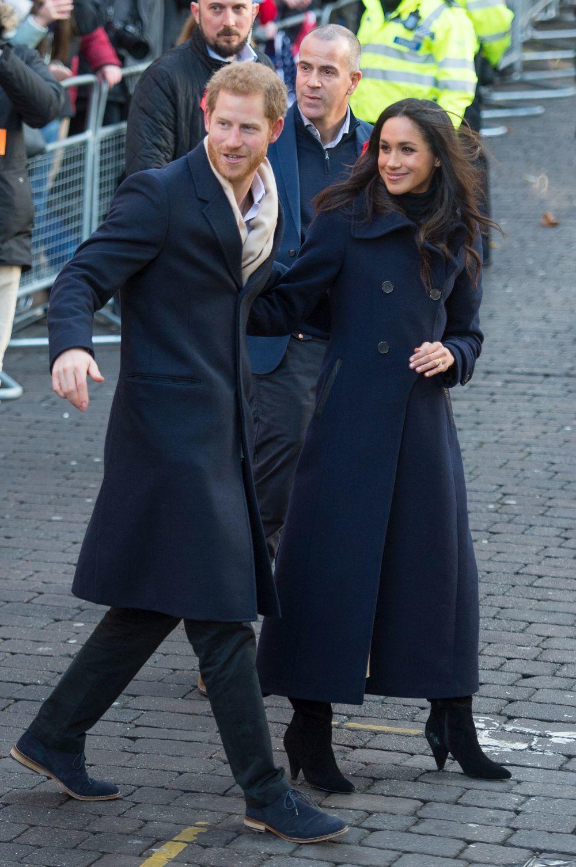 Meghan Markle con un abrigo de estilo navy.