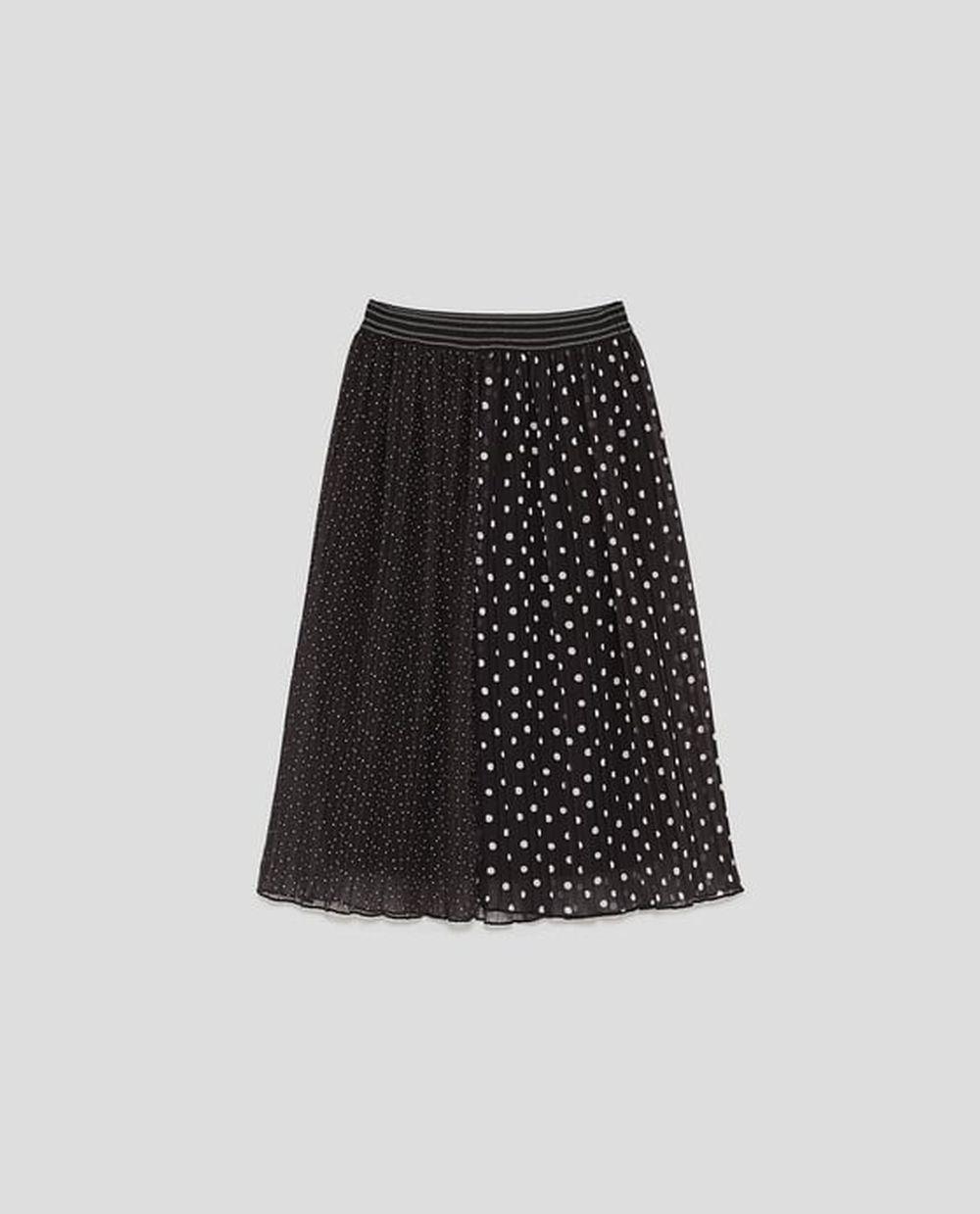 Falda plisada de lunares de Zara (25,95 euros)