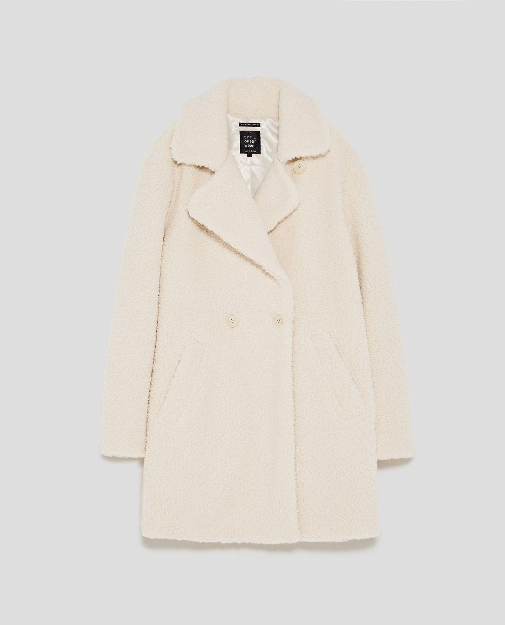 Abrigo con efecto borreguito de Zara (59,95 euros)