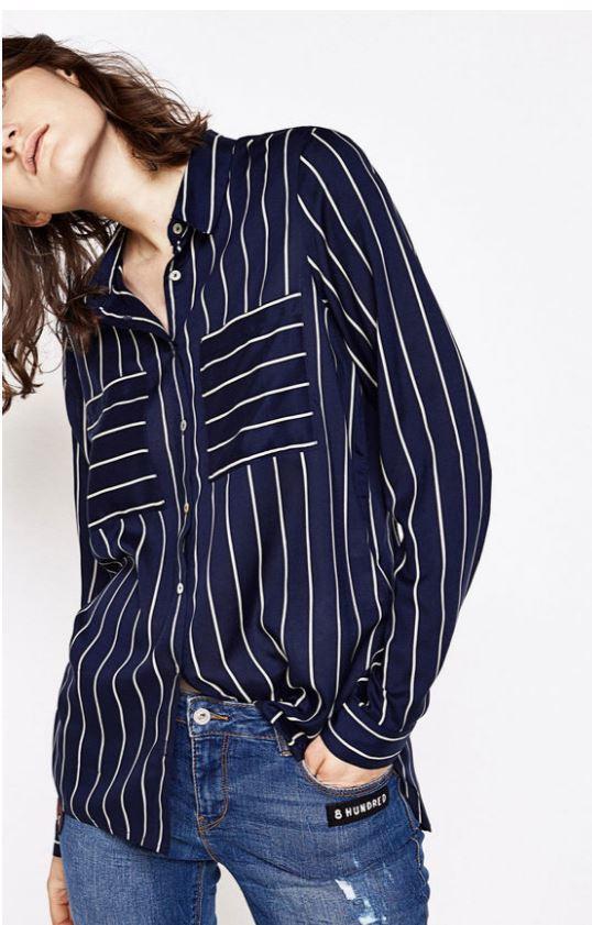 Camisa viscosa con estampado a rayas, de Springfield (19,99 euros)