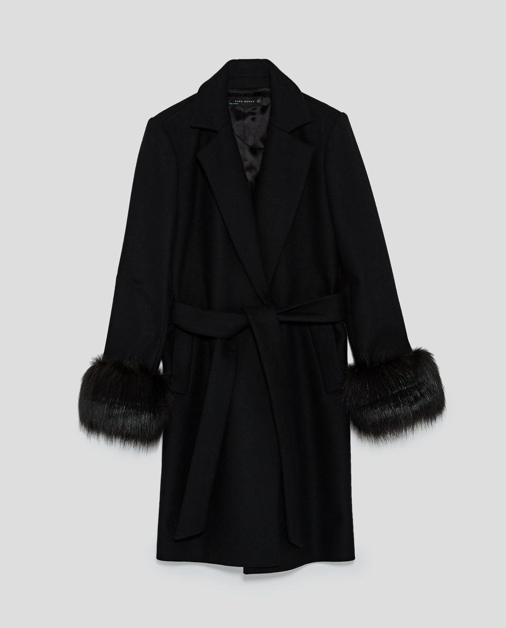 Abrigo con puños de pelo de Zara (99,95 euros)