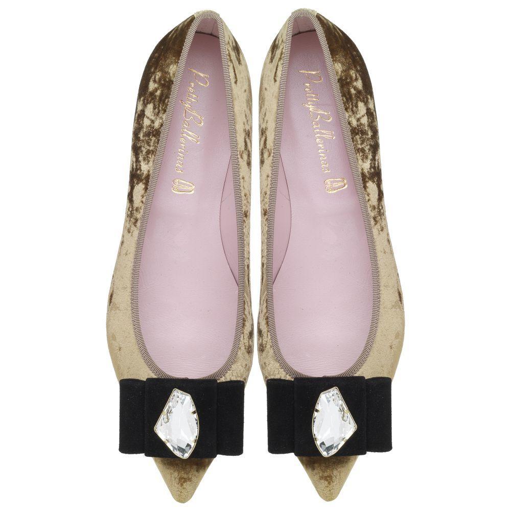 Sneakers, alpargatas o bailarinas ya son un común entre las novias...