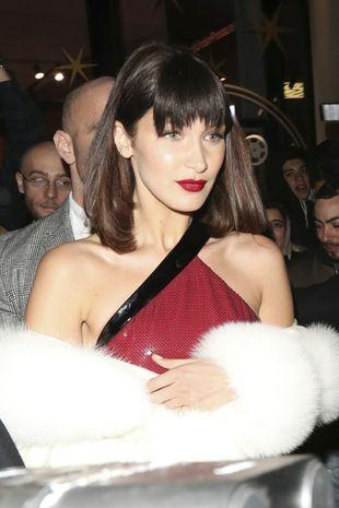 Al más puro estilo Michelle Pfeiffer en 'Scarface', la top Bella...
