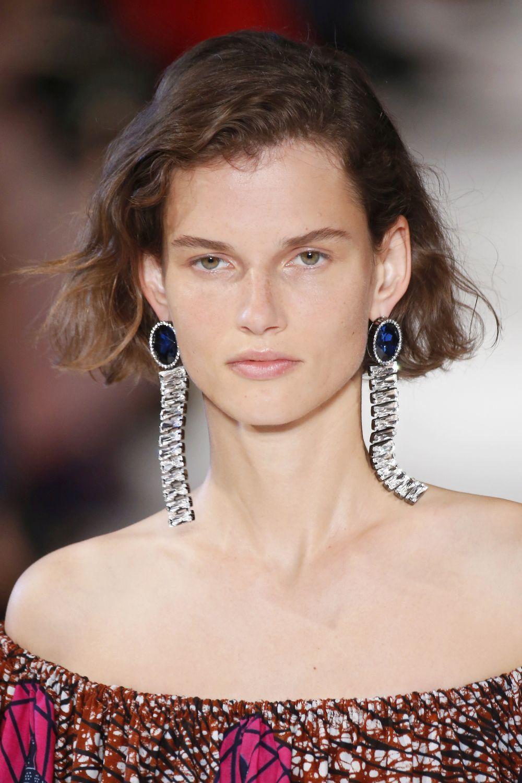 La modelo Giedre Dukauskaite con el corte de pelo del 2018 en el...
