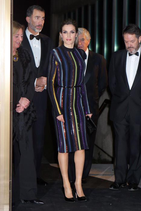 La reina Letizia, con el célebre vestido de Nina Ricci que llevó en...