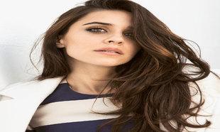 Macarena García con el pelo largo en una de sus últimas producciones...
