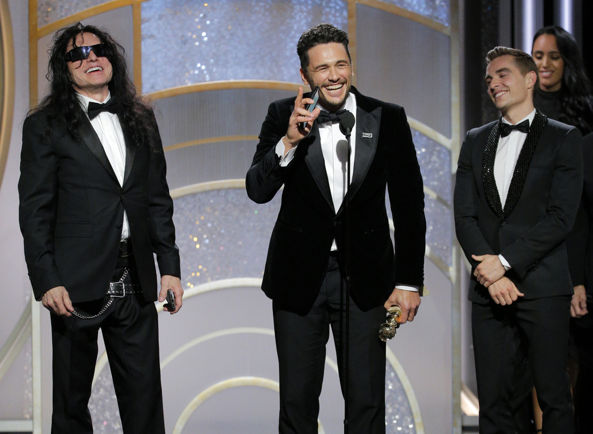 "James Franco recoge su premio po ""The Disaster Artist"" acompañado del..."