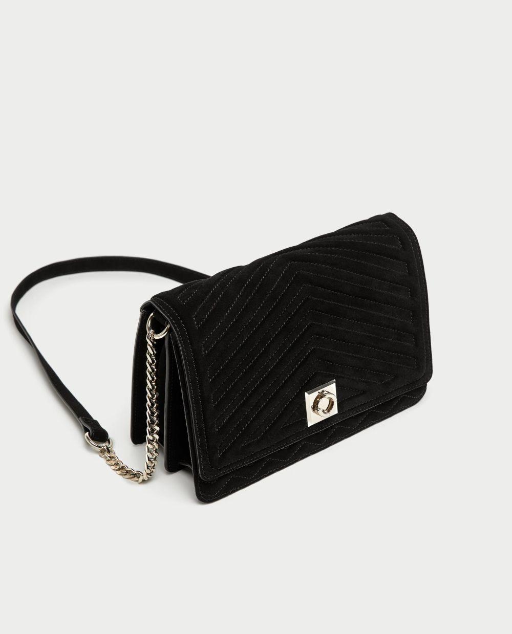 Bolso serraje de Zara (39,99 euros)