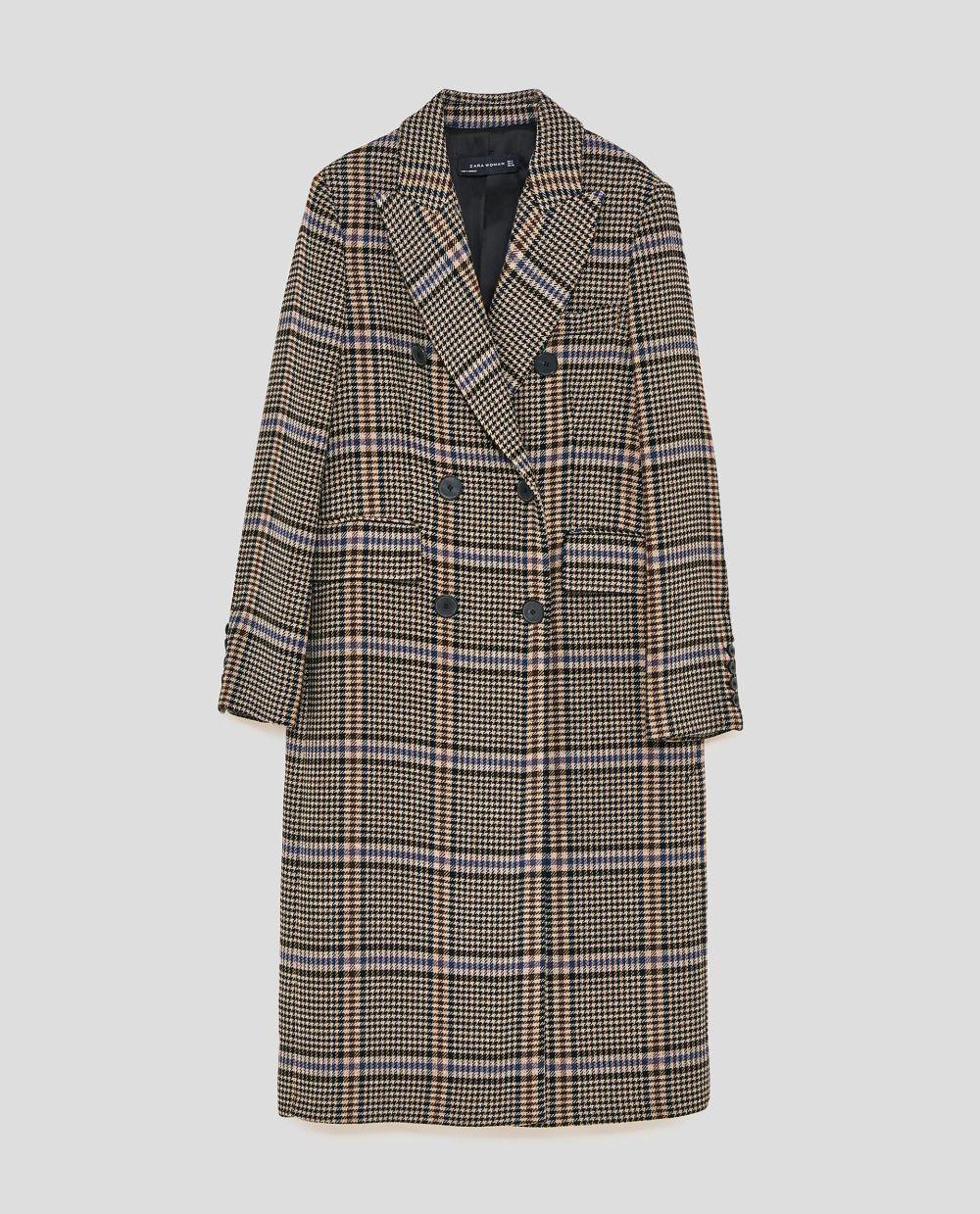 Abrigo de cuadros oversize de Zara (79,99 euros)