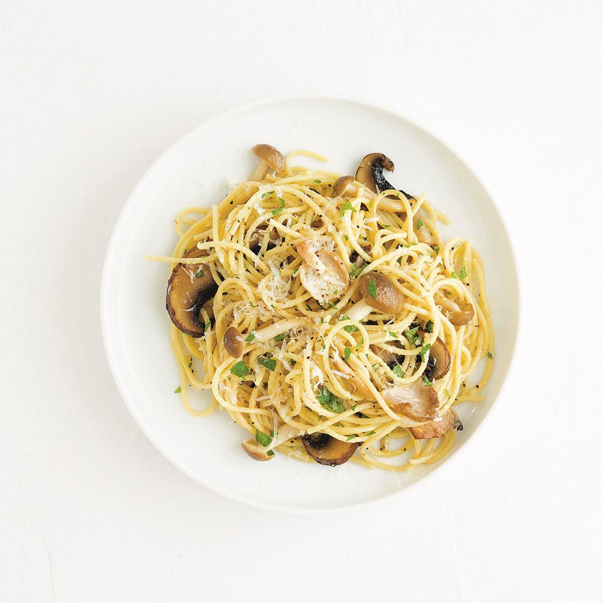 Espaguetis con carbonara de aceite de coco