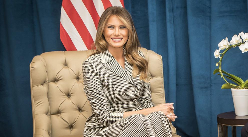La primera dama de Estados Unidos, Melania Trump también luce una...