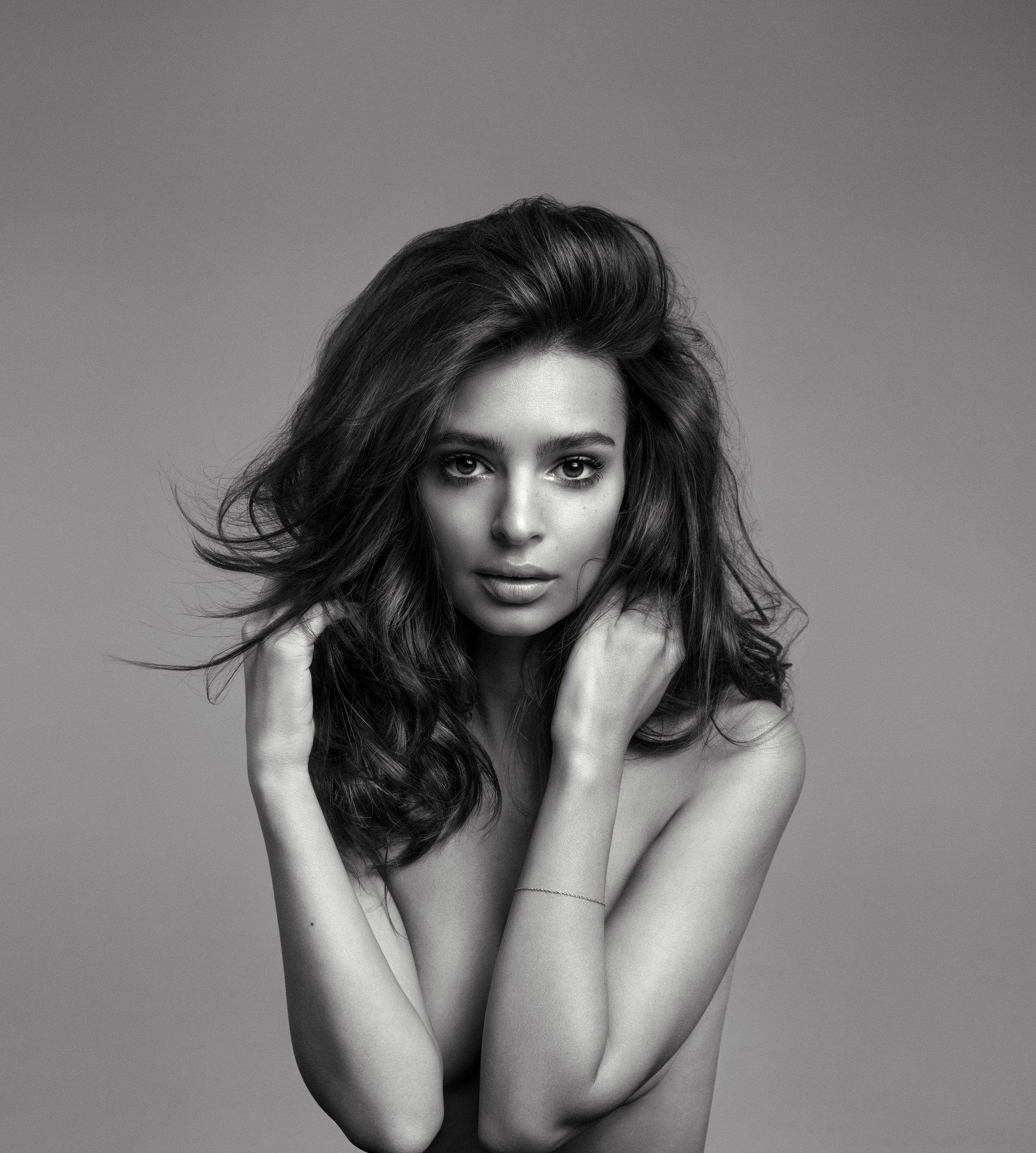 La modelo e actriz Emily Ratajkowski ha sido nombrada nueva imagen de...
