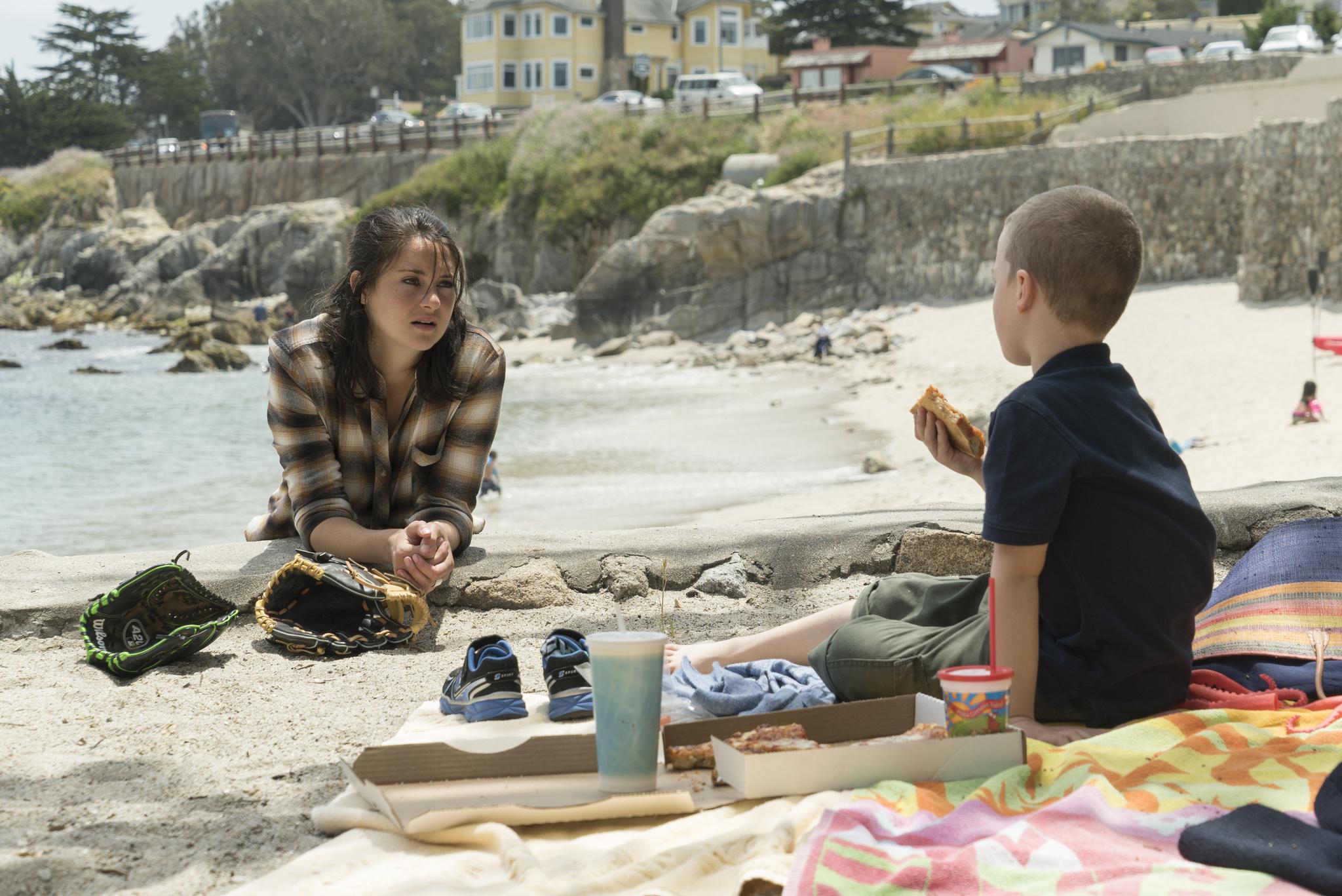 Jane Chapman (interpretada por Shailene Woodley) y su hijo, Ziggy.