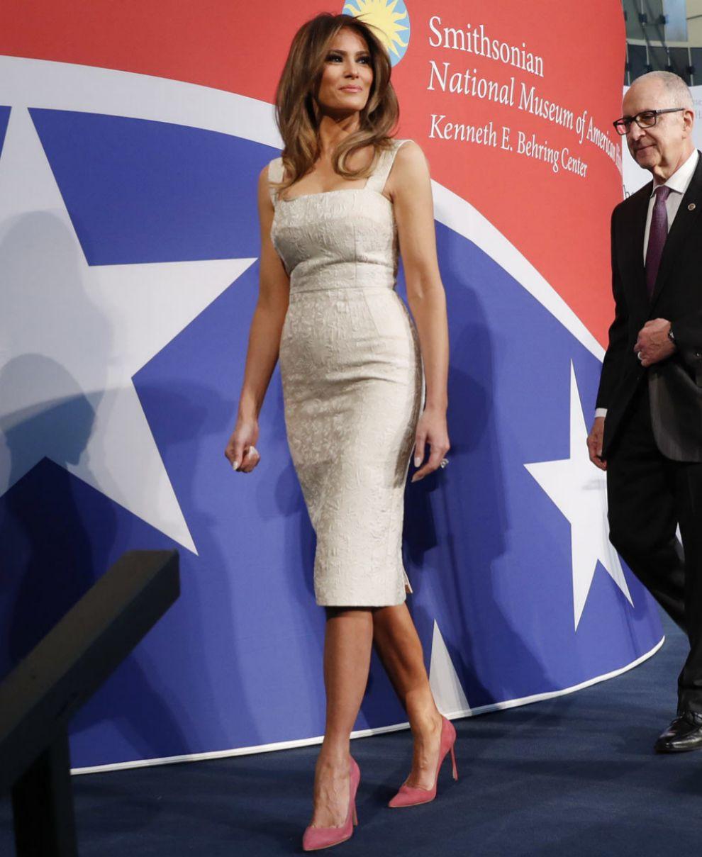 Melania Trump luce una espléndida figura a sus 47 años