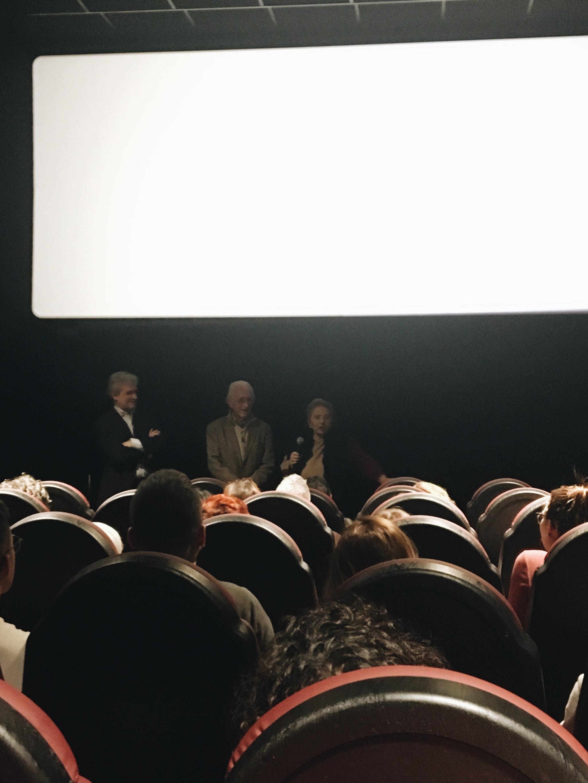 Julita y su marido Antonio visitan algunos cines de manera espontánea...