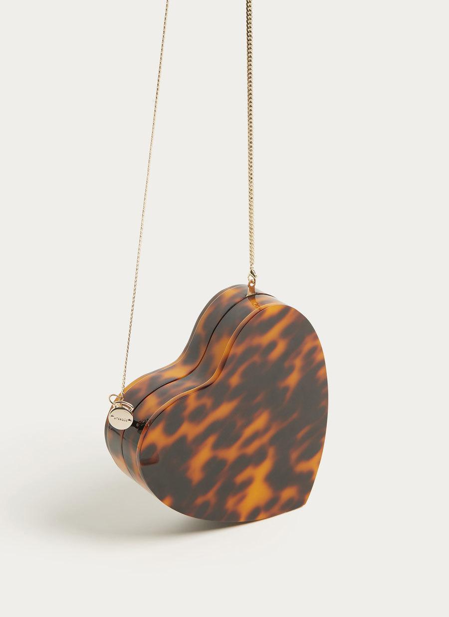 Caja de carey con forma de corazón, de Uterqüe (de 99 euros a 59,90...