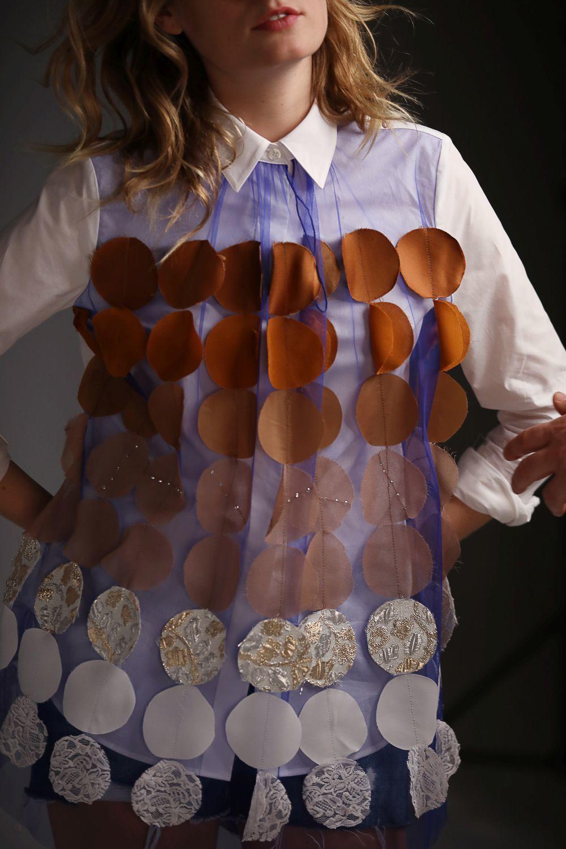 Elaborada con prendas de excedente,  la colección de Viktor&Rolf para...