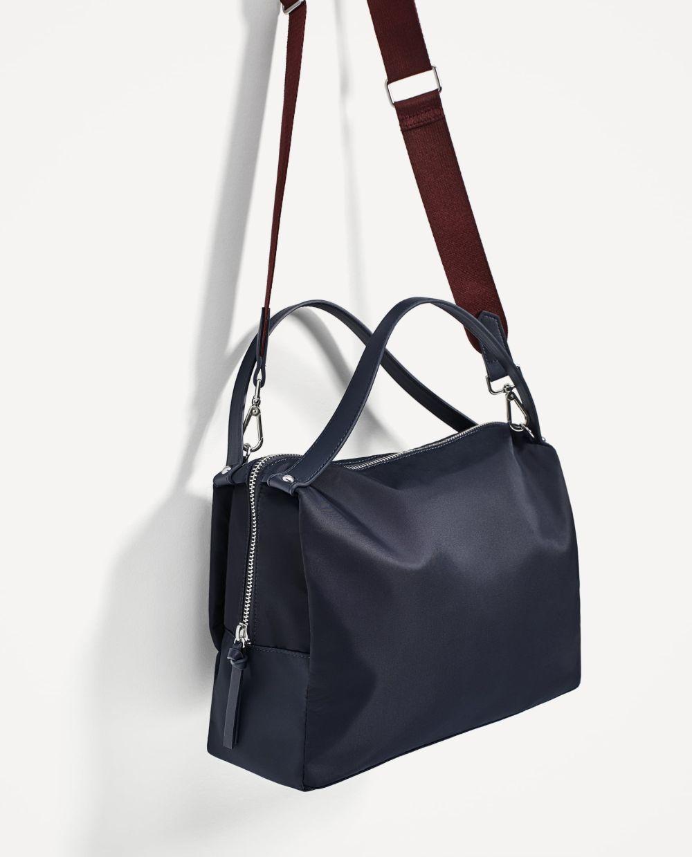 Bolso azul de Zara (15,99 euros)