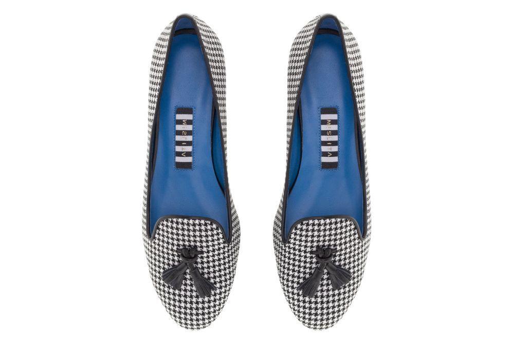 Slippers con borlas en el empeine, de Mislita (de 129 a 99 euros).