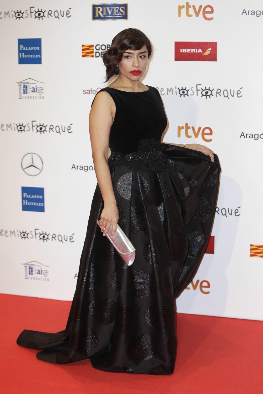 La actriz mexicana escogió este diseño ceñido a la cintura.
