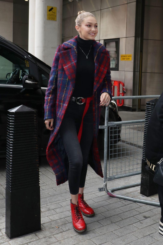 Pero, en este caso, no se trata del abrigo más clásico. Gigi le da...