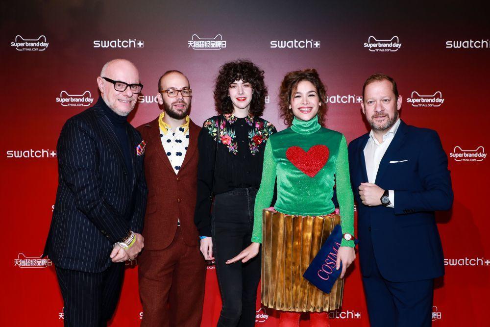 Carlo Giordanetti, Director Creativo de Swatch, junto a Tristán...