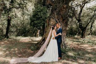 Sarah y Carlos se casaron en una boda celebrada en medio de un entorno...