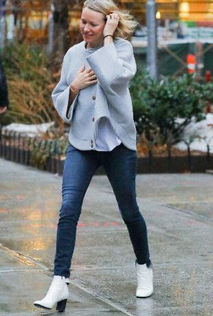 Naomi Watts en un look de lo más casual.