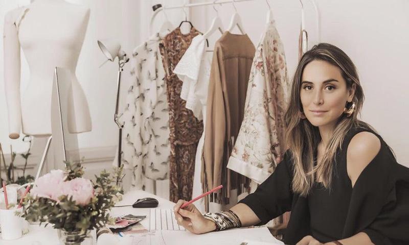 Tamara Falcó trabajando en la colección de TFP.