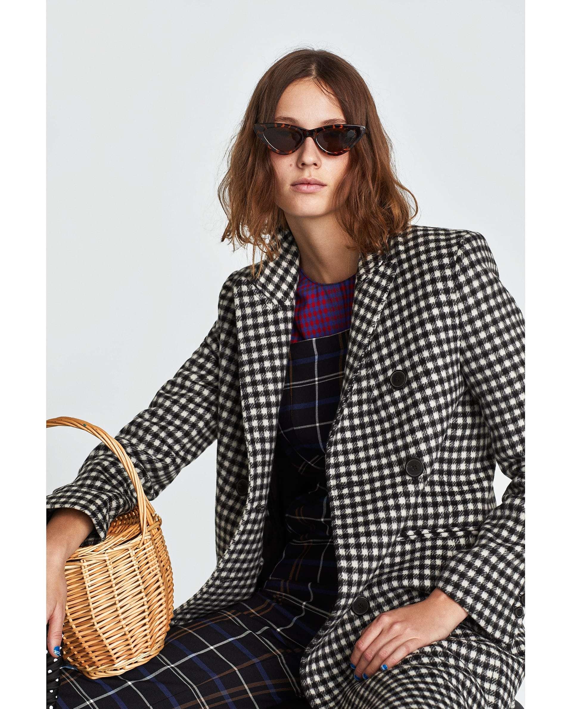 La cesta de Jane Birkin está presente en varios looks de la nueva...