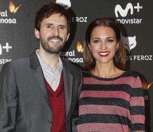 Los actores Julián López y Paula Echevarría durante la...