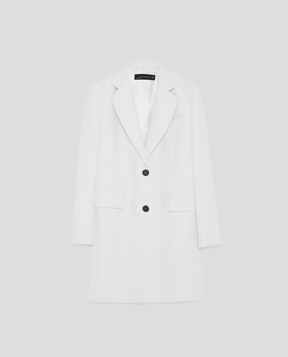 Abrigo estilo masculino de Zara (89,95 euros)
