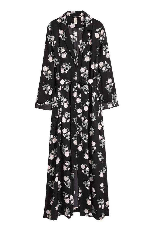 Abrigo largo de satén de H&M (49,99 euros)