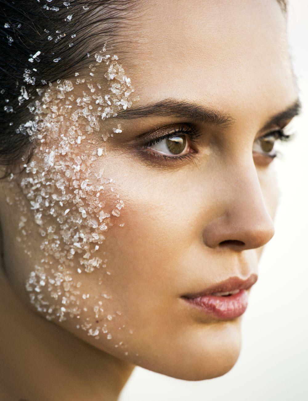 Apunta nuestra selección de exfoliantes para un rostro renovado