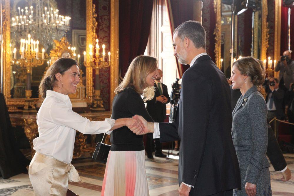 Las directoras de YO DONA y TELVA en el Palacio Real con los Reyes.