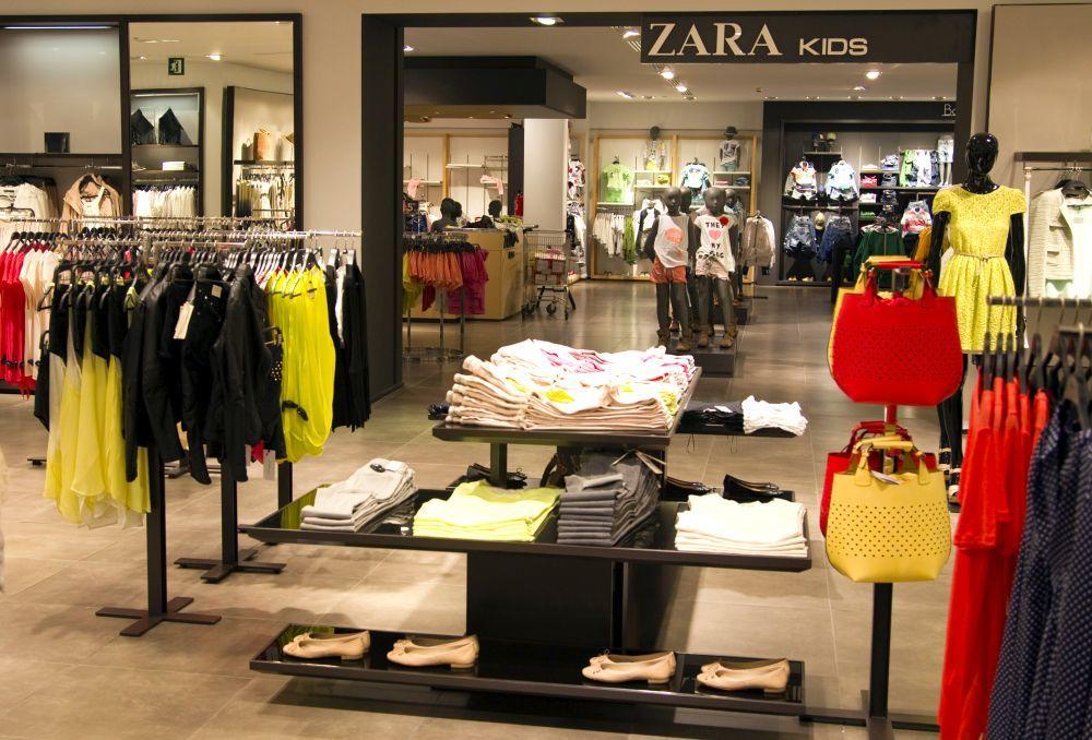 Interior de una tienda de Zara.