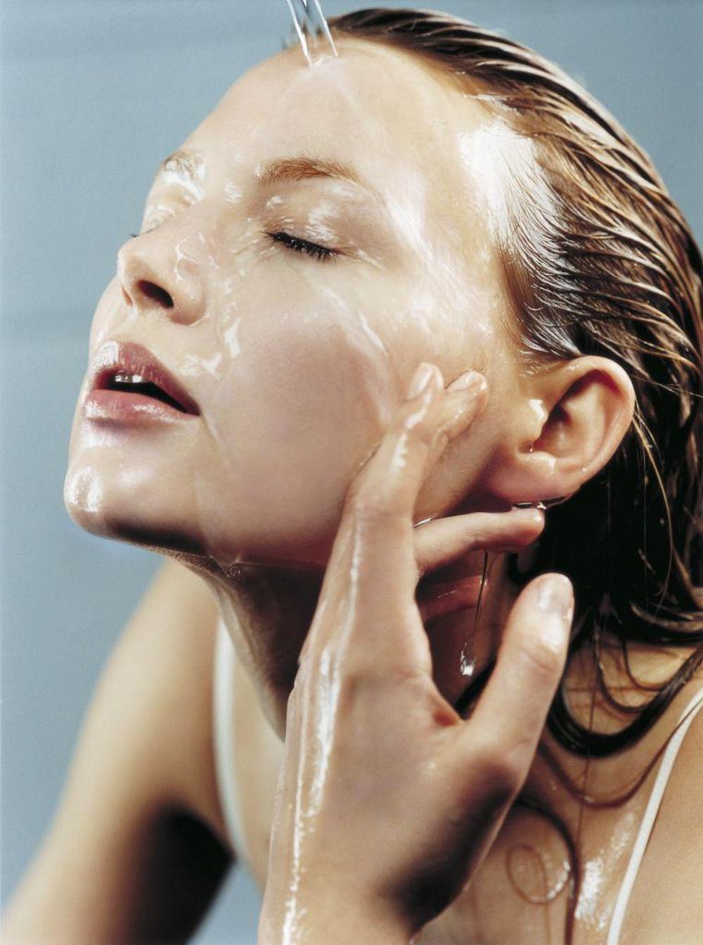 ¿Sabias que lavar el rostro en exceso puede resecar la piel?