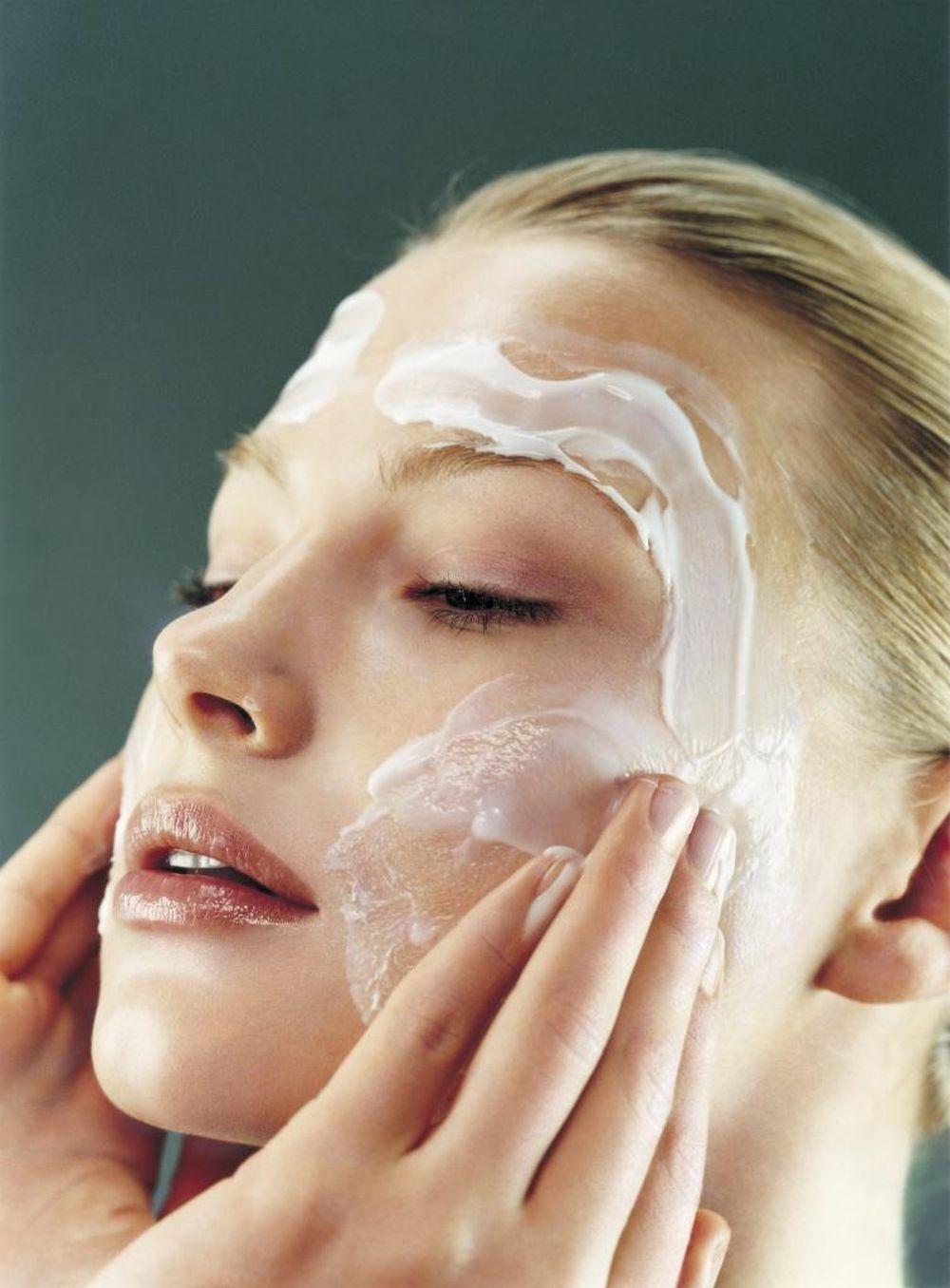 Rutina obligada: limpiar el rostro mañana y noche.