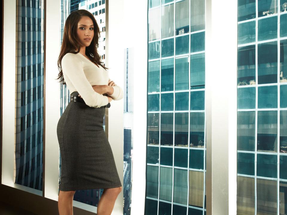 Meghan luce como nadie las faldas tubo.
