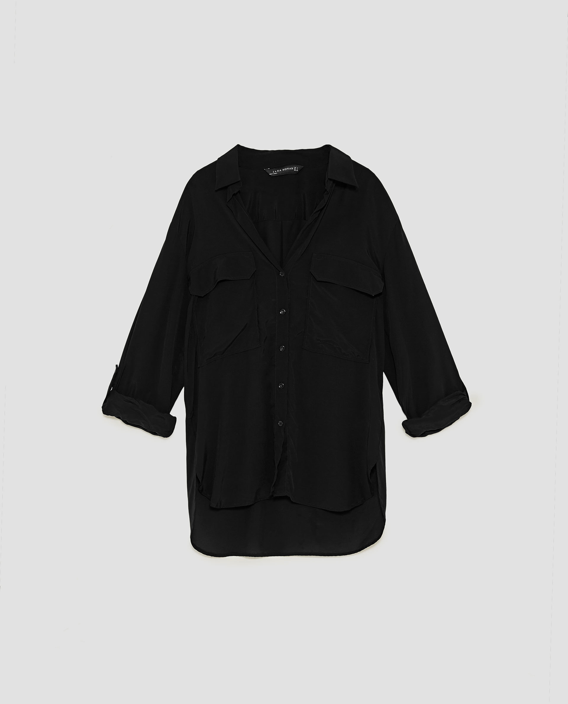 Blusa negra de Zara (29,95 euros).
