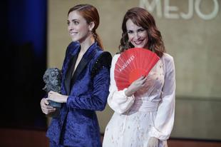 Leticia Dolera y Paula Ortiz entregan el premio a Mejor Dirección...