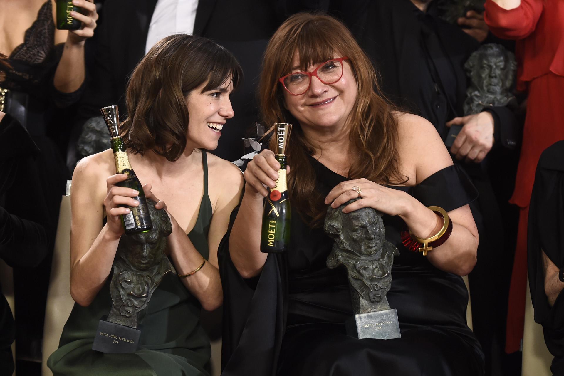Isabel Coixet con Bruna Cusí, ganadora del Premio Actriz Revelación...