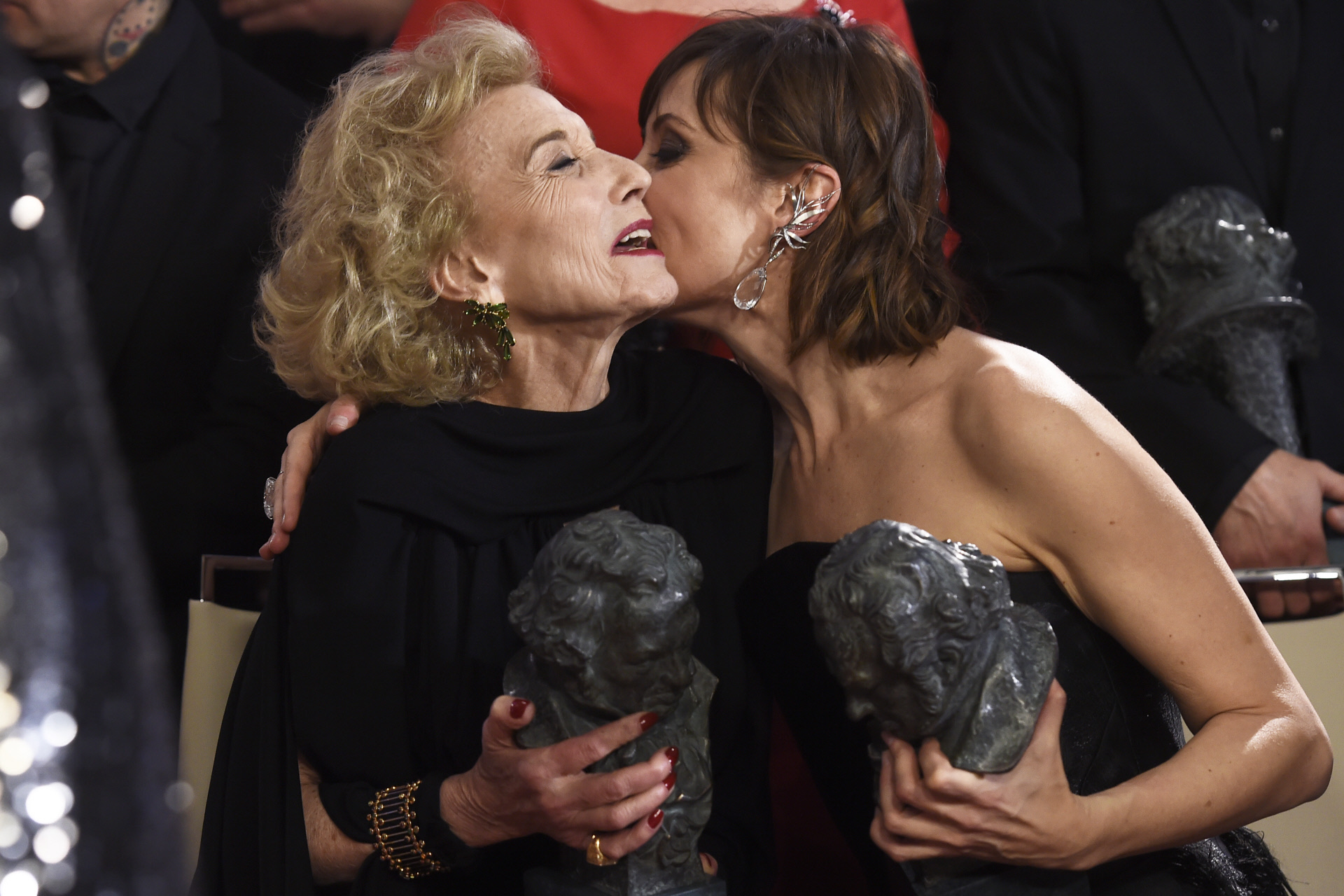Marisa Paredes y Nathalie Poza en los Goya 2018.