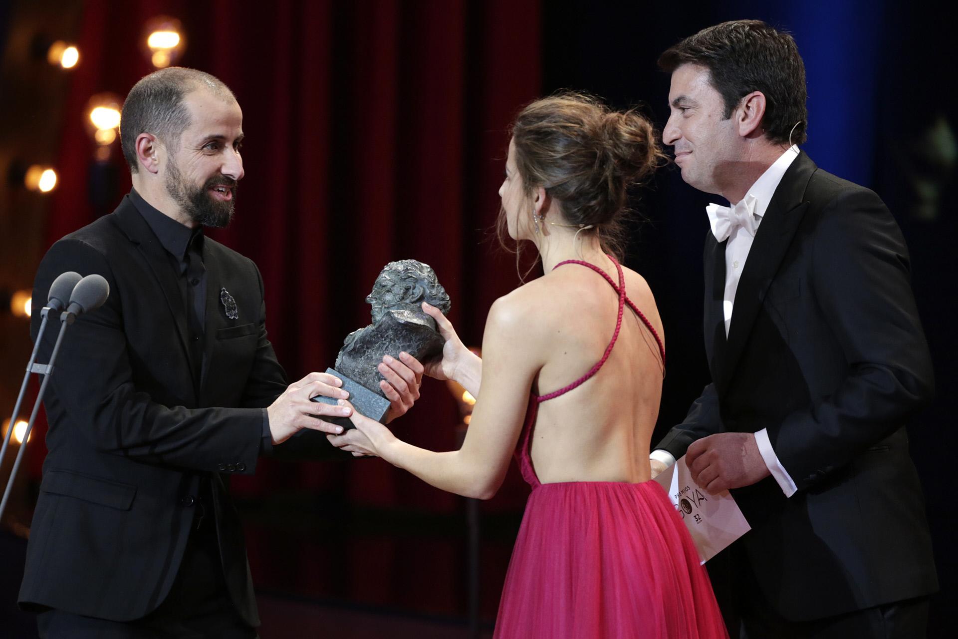 Irene Escolar y Arturo Vall entregan el premio Mejor Dirección de...