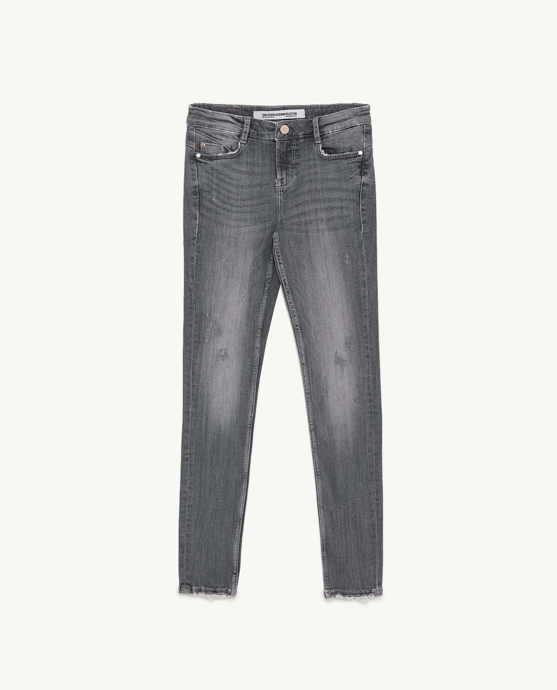 Vaquero gris desgastado Zara (25,95 euros)
