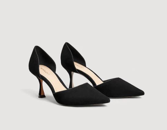 Zapato de salón de ante negro de Mango (49,99 euros)