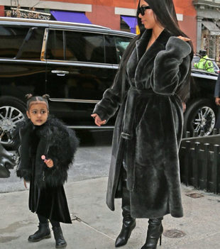 Kim Kardashian y North West.